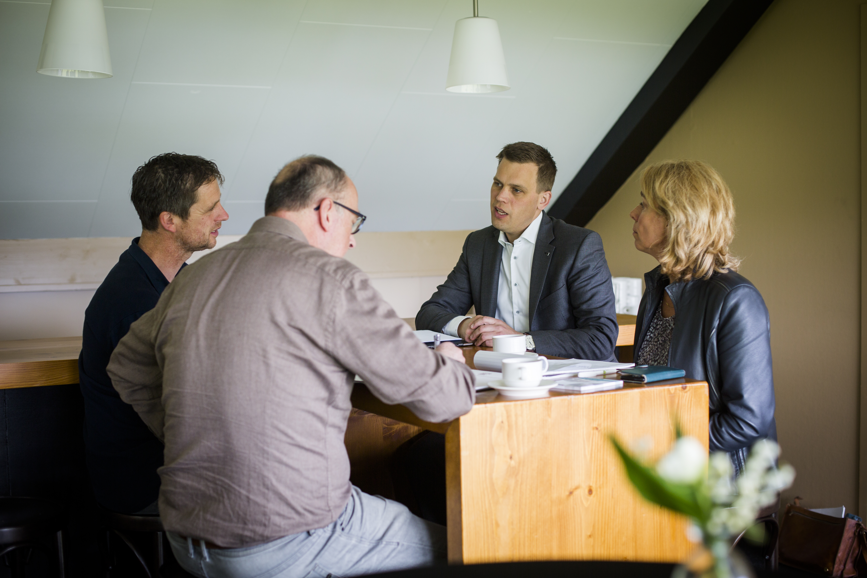 Ben Bruurs & Ruud Pothoven (links) en Mart Bloemendal (Rabobank) & Petra v d Hengel (Kennispoort)